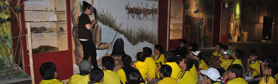 Children learning about Iroquoian life on a field trip